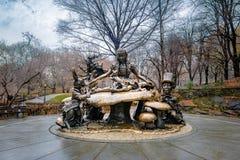 A Alice na escultura no Central Park - New York do país das maravilhas, EUA Imagem de Stock Royalty Free