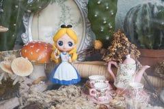 Alice ` s przygoda w krainie cudów Alice w krainie cudów jest sławnym powieścią, Angielskim autor Carroll Lewis, opóźniony był re obrazy royalty free