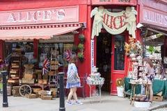 Alice ` s sklep, sławny antykwarski sklep przy Portobello drogą, shopwiindow, Londyn, Zjednoczone Królestwo Zdjęcie Stock