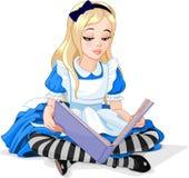 Alice som läser en bok Fotografering för Bildbyråer