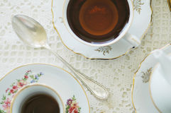Alicia en partido de té del país de las maravillas imagenes de archivo