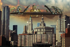 Alien invasion. Gigantic and frightening alien spaceship over Manhattan Royalty Free Stock Images