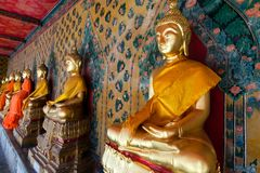 Aligned gold buddha Royalty Free Stock Photos