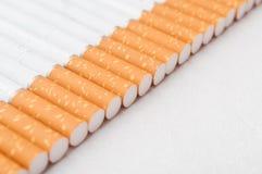 Alignement de cigarettes Images libres de droits
