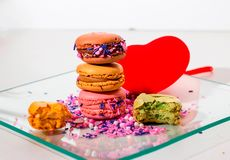 Alignement de macarons colorido fotos de stock royalty free