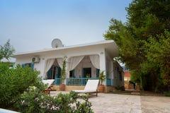 Alikanas, Zakynthos wyspy, Grecja †'Wrzesień 28, 2017: Typowy lato dom na Alikanas plaży, Zakynthos wyspa, Grecja Zdjęcie Stock