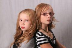 Alikes de regard d'Alice et de Rosalie photographie stock
