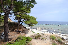 Aliki-Strand in Griechenland - felsiges Ufer 8 Lizenzfreie Stockfotos