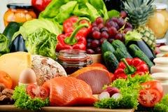 Aliment biologique comprenant la laiterie et la viande de pain de fruit de légumes photos stock