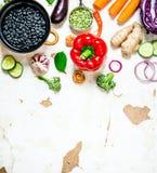 Aliment biologique sain Légumes crus frais avec des haricots et des lentilles Photo stock