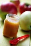 Aliment pour bébé - pomme Image libre de droits