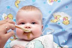 Alimentação da criança Imagem de Stock Royalty Free