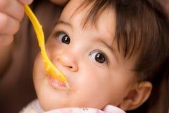 Alimentação do bebê Fotografia de Stock