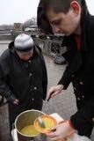 Alimentação dos sem abrigo Fotografia de Stock