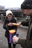 Alimentación de los desamparados Imagen de archivo libre de regalías