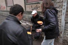 Alimentación de los desamparados Fotografía de archivo