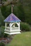 Alimentador de suspensão do pássaro fotografia de stock royalty free