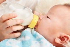 Alimentação do bebê Imagem de Stock Royalty Free