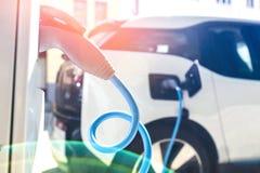 Alimentation d'énergie pour le remplissage de voiture électrique Images libres de droits