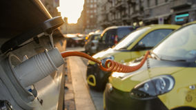 Alimentation d'énergie pour le remplissage de voiture électrique Station de charge de véhicule électrique dans la célébration la  Images stock
