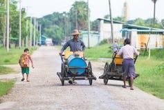 Alimentation en eau dans Myanmar Photos libres de droits