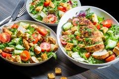 Alimentation saine établie sur la salade de base Images stock