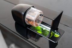 Alimentatore automatico del pesce immagine stock