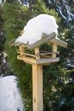Alimentatore dell'uccello immagine stock