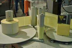 Alimentatore di carta del nastro per stampa dell'etichetta immagini stock