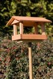 Alimentatore semplice dell'uccello fotografia stock libera da diritti