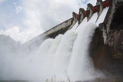Alimentazione dell'acqua della diga fotografia stock libera da diritti
