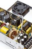 Alimentazione elettrica di commutazione con il coperchio aperto Immagine Stock