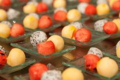 Alimenti e frutta per il cocktail sulla festa nuziale Fotografia Stock Libera da Diritti