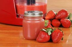Alimenti per bambini casalinghi della fragola Fotografia Stock