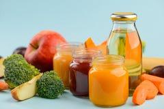 Alimenti per bambini e succo casalinghi immagini stock