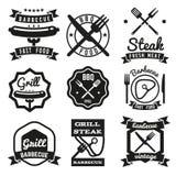 Alimenti a rapida preparazione, BBQ, emblemi d'annata di vettore del barbecue illustrazione di stock