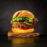 Alimenti a rapida preparazione del panino dell'hamburger del manzo Fotografia Stock Libera da Diritti