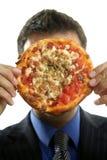 Alimenti a rapida preparazione della roba di rifiuto e dell'uomo d'affari, pizza Immagine Stock