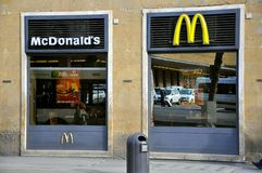 Alimenti a rapida preparazione di McDonald's in Italia Fotografia Stock Libera da Diritti