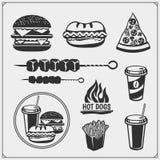 Alimenti a rapida preparazione ed etichette della griglia del BBQ, emblemi ed elementi di progettazione Hamburger, pizza, hot dog Immagine Stock