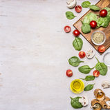 Alimenti sani, verdure di concetto vegetariano e di cottura varie, erbe e spezie, spazio per testo Immagine Stock Libera da Diritti