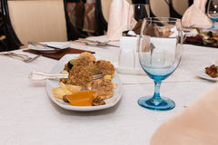 Alimento apetitoso em uma tabela de banquete imagens de stock royalty free