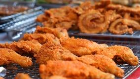 Alimento asiático da rua BBQ, fast food da grade em países asiáticos video estoque