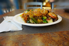 Alimento asiático no centro do alimento Fotografia de Stock Royalty Free
