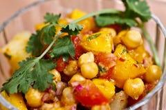 Alimento asiatico - chiacchierata del mango di Aloo Chana Immagine Stock
