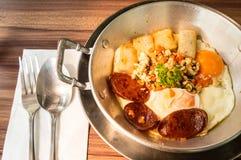 Alimento asiatico della prima colazione dell'uovo della pentola, Sunny Side Up Immagini Stock Libere da Diritti