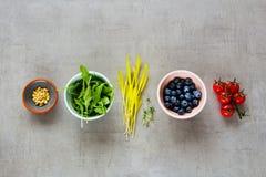 Alimento biológico crudo fotografía de archivo libre de regalías