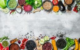 Alimento biológico Surtido sano de verduras y de frutas con las legumbres foto de archivo