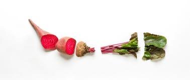 Alimento biologico sano, barbabietola cruda del taglio, disposizione piana Immagine Stock