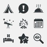 Alimento caldo, sonno, tenda di campeggio e segni del fuoco Fotografia Stock Libera da Diritti